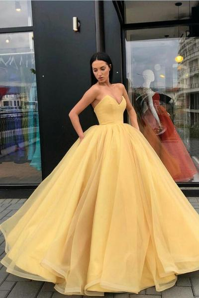 Plunging Sweetheart Puffy Yellow Ball Gown Prom Dresses .