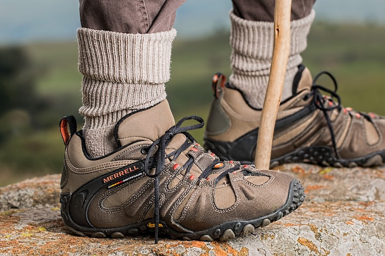 Top 10 Best Walking Shoes for Men Reviewed 2020