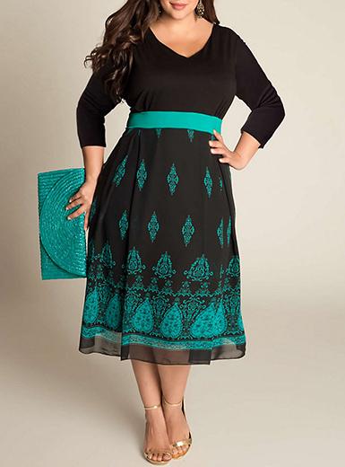 Plus Size Midi Dress - Three Quarter Sleeves / Black / Te