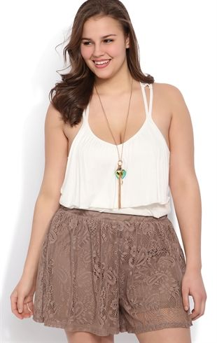 5-ways-to-wear-high-waisted-shorts-as-a-plus-size-woman-1 .