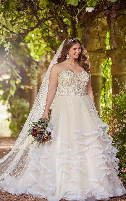 Princess Ball Gown Plus Size Wedding Dress with Sweetheart Bodi