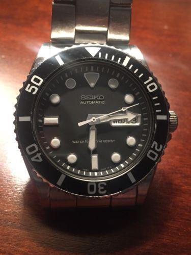 Seiko SKX031 7S26-0040 10 Bar Submariner Automatic Men's 40mm .